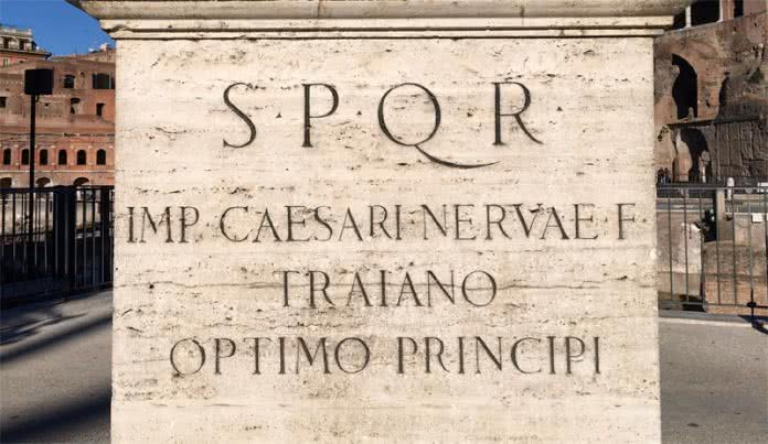 Inscription S.P.Q.R.
