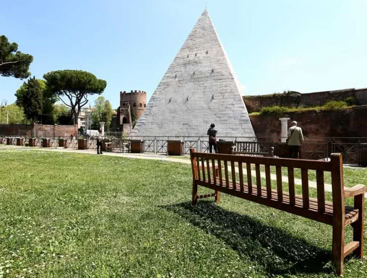 Piramide Cestia restyling in Rome