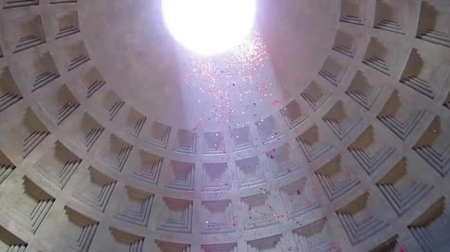 Des roses au Panthéon