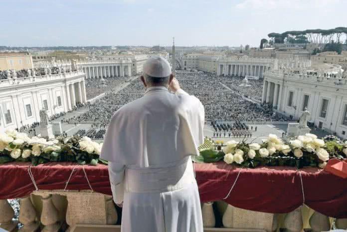 Pape et place Saint-Pierre