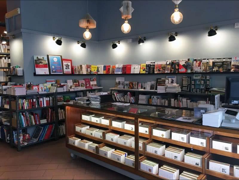 la librairie fran aise devient libreria stendhal rome pratique. Black Bedroom Furniture Sets. Home Design Ideas
