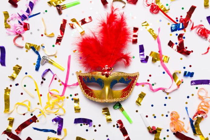 https://www.romepratique.com/wp-content/uploads/2018/02/Masque-carnaval-confettis-min-696x464.jpg